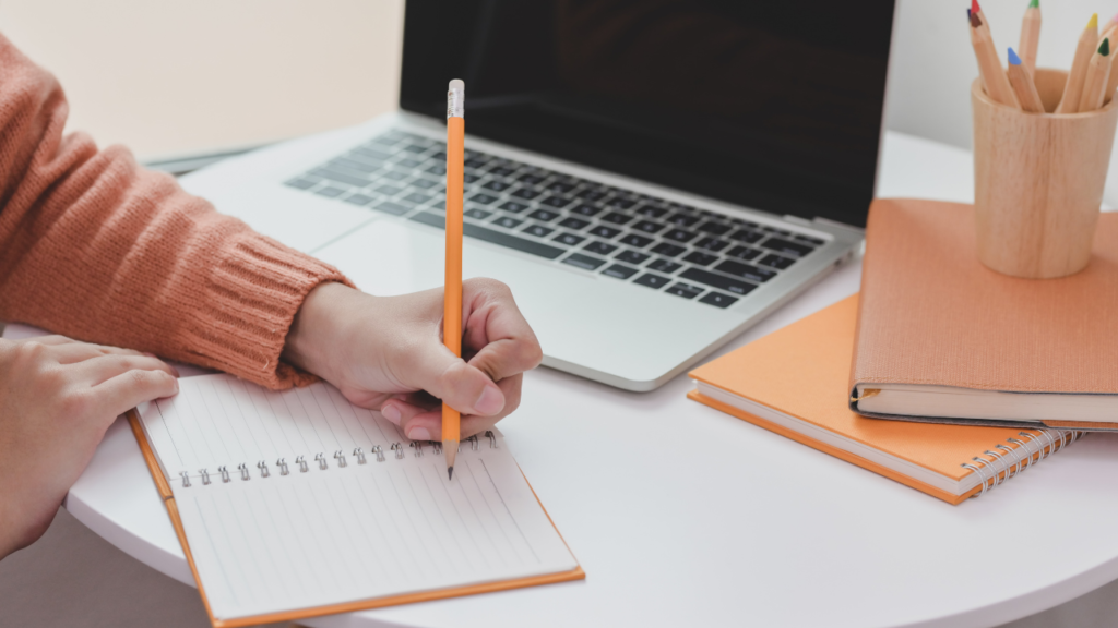 How much do freelance writer make a year?